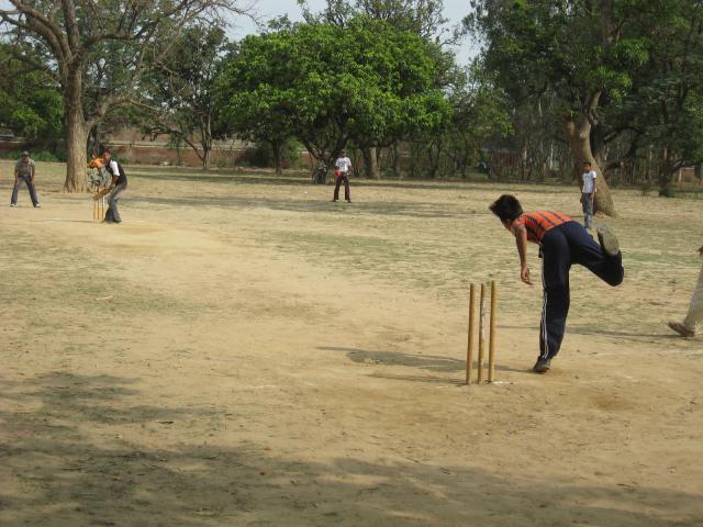 bowler at cricket